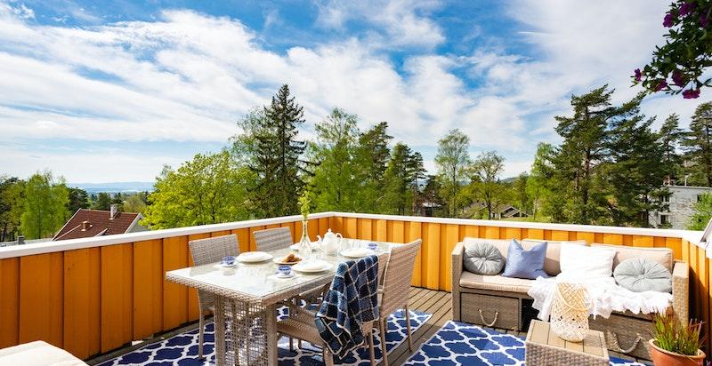 Deilig, usjenert takterrasse med ypperlige solforhold
