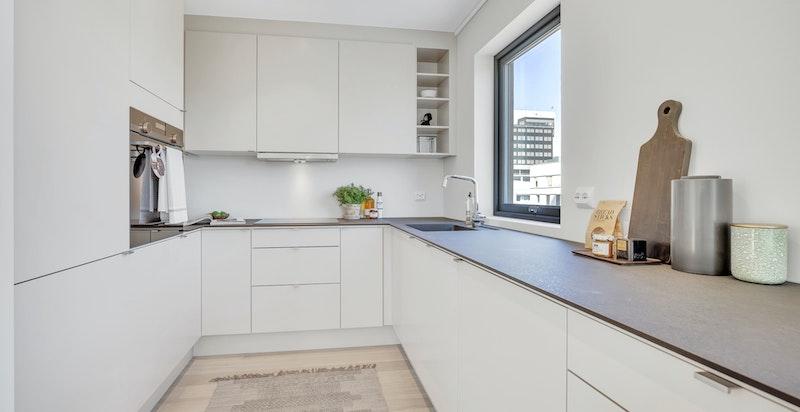 Moderne kjøkken fra Sigdal med integrerte hvitevarer.