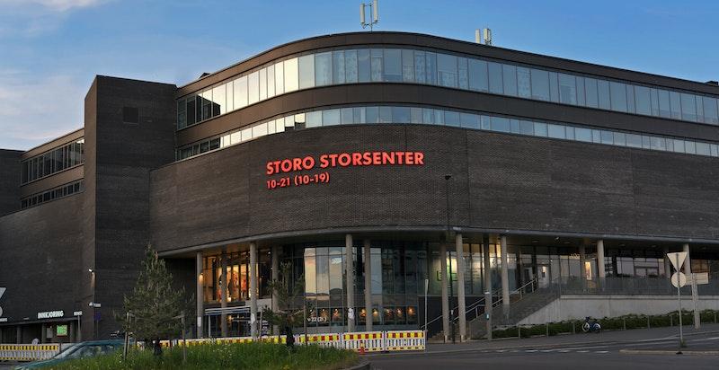 Oslos største kjøpesenter, Storo Storsenter, i nærheten med et rikt utvalg av butikker, serveringssteder, treningssenter og diverse andre tjenester.