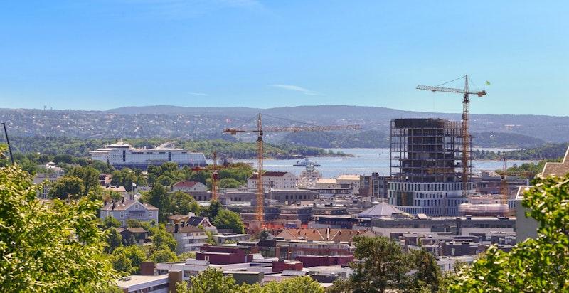 Dronebilde med utsikt mot sentrum