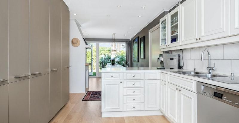 Kjøkken med mye skapplass