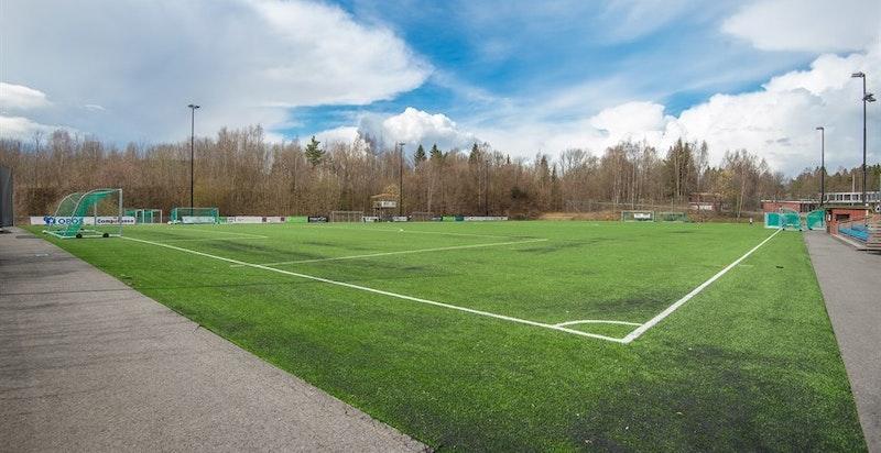 Flere fotballbaner om sommeren og skøytebaner om vinteren ved Hosle barneskole