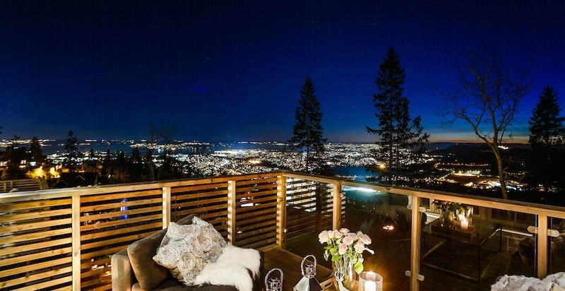 Kveldsbilde fra veranda i 1-etg/stue