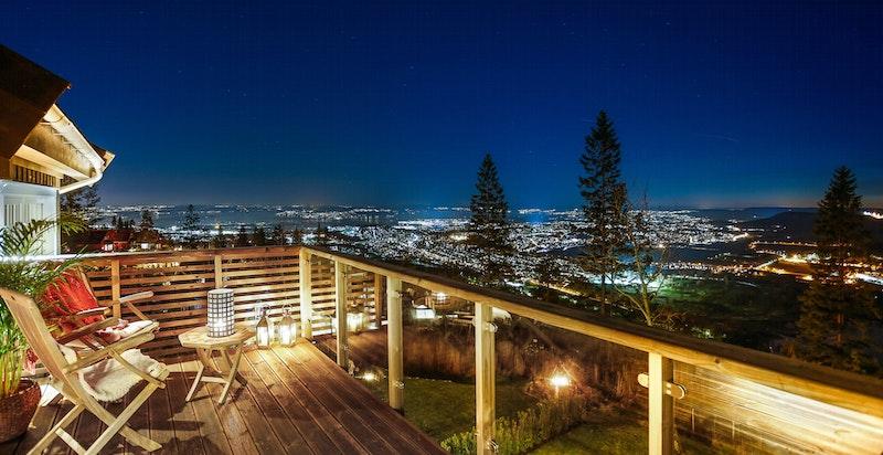 Kveldsbilde fra veranda i 2-etg/hovedsoverom