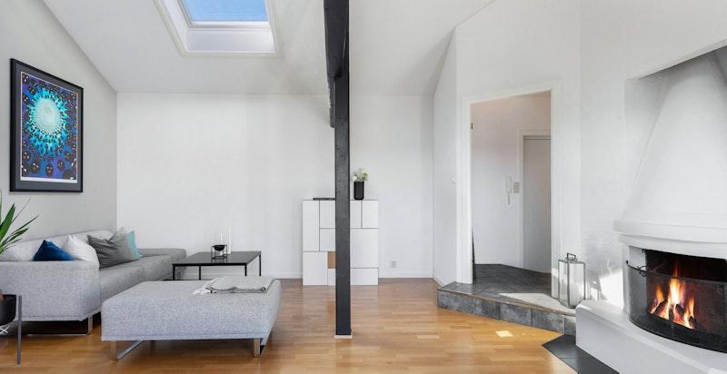 Godt med lysinnslipp til leiligheten med store takvinduer