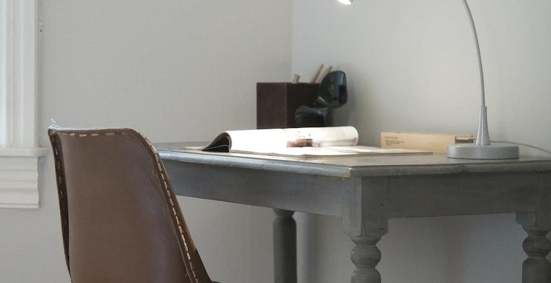 Det er plass til skrivebord på soverommet.