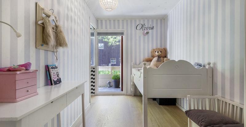 2 av soverommene har utgang til terrasse med morgensol