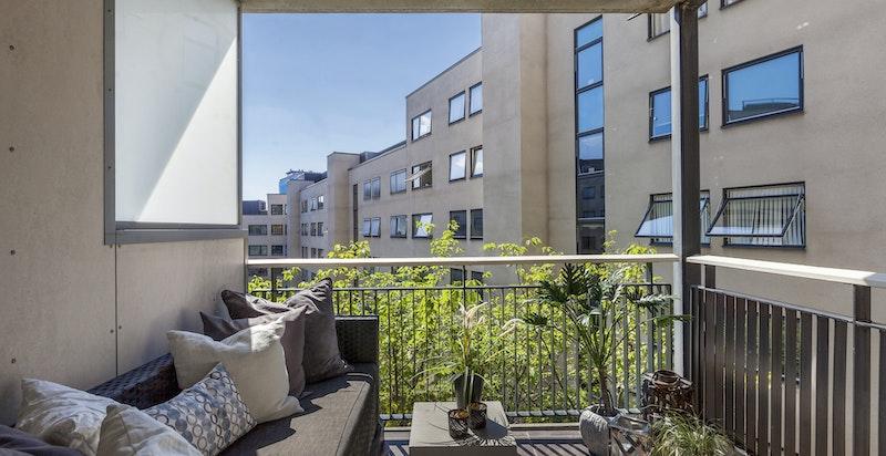 Leiligheten har en solrik balkong på 5,5 kvm.