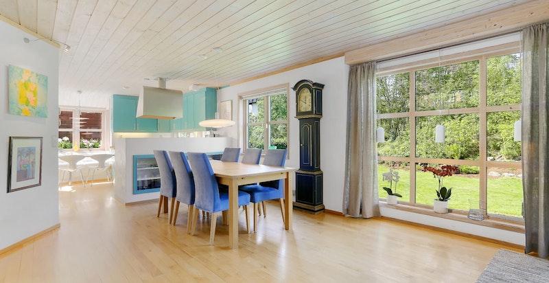 Stue med utgang til herlig terrasse og hage