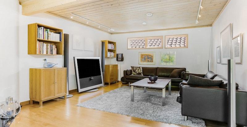 Romslig stue - tv-stue/salong