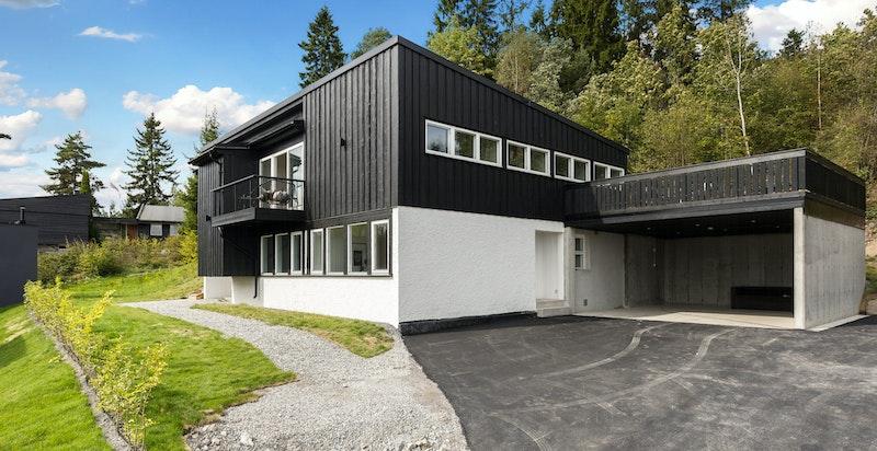 Huset har blitt vesentlig oppgradert i 2016 / 2017 med bl.a. dobbel carport.