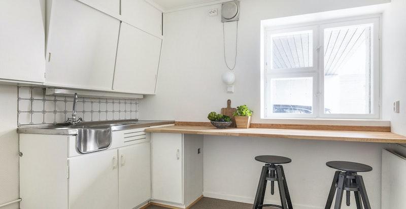 Praktisk kjøkken i prakikantdelen fra byggeåret.