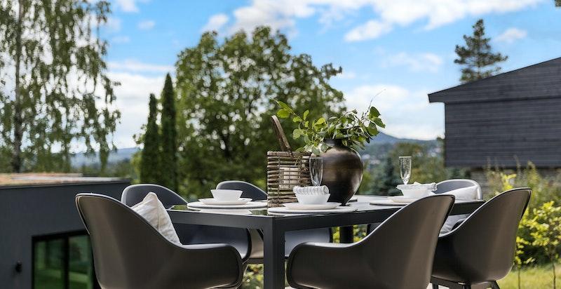 Terrassens generøse areal gjør at vi kan innrede den på utallige måter.