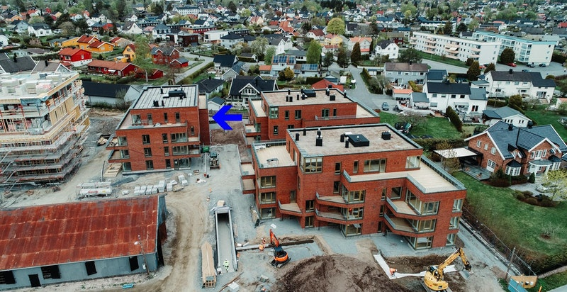 Magasinparken tar form. Dronebilde tatt primo Mai 2020. Bygg C markert med pil.