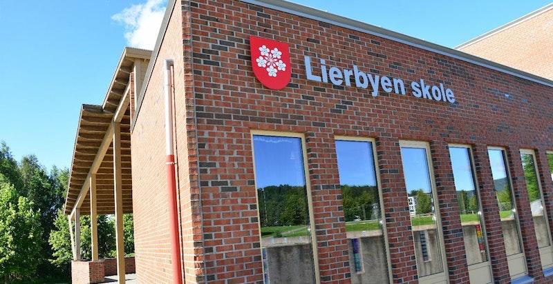 Lierbyen ungdomsskole rett ved Lier Hageby