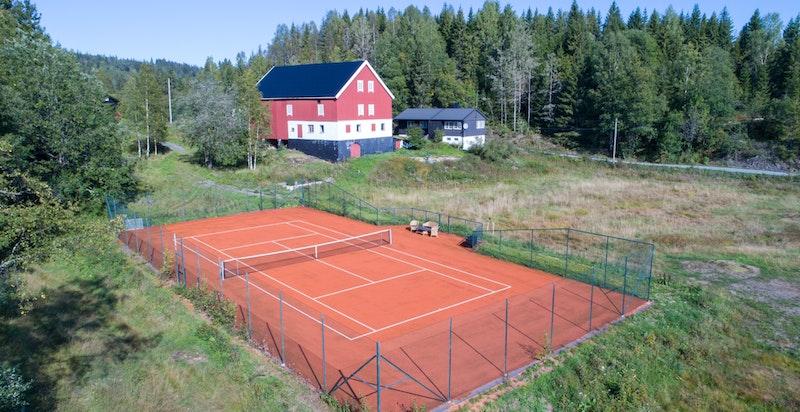 Tennisbanen ble anlagt i 2010