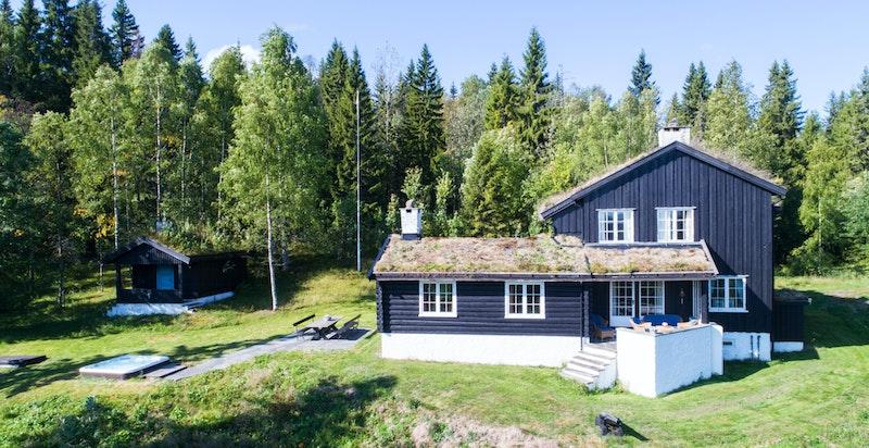 Hovedhuset og anneks/gjestehus