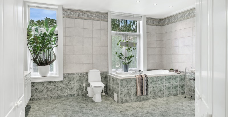 Meget stort bad med dusj og badekar