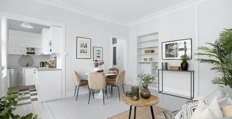 Kjøkkenet kan evt gjøres om til en sovealkove, og kjøkkenet som en mer åpen løsning i stuen, langs veggen mot badet (der spisebordet er plassert på bildet).