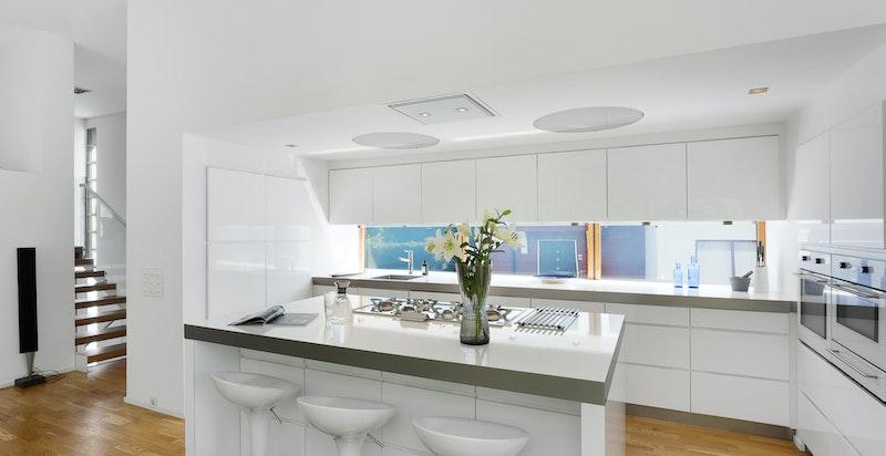 Kjøkken med kjøkkenøy