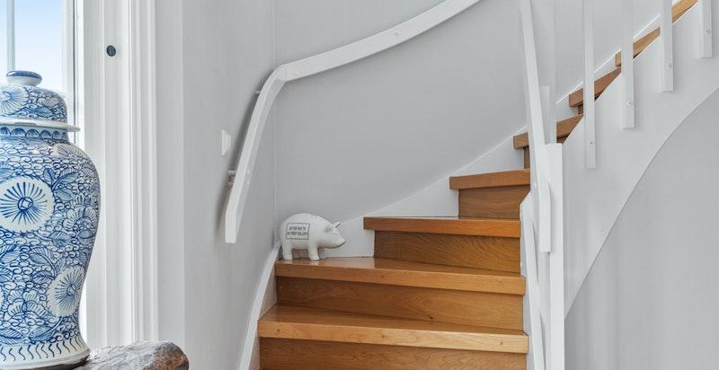 Trapp mellom 1. og 2.etasjen