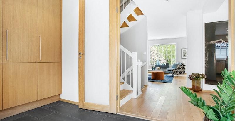 Inngangsparti/ hall med garderobe