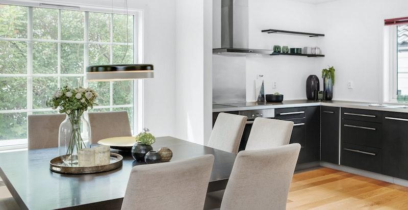Kjøkkenet med åpen løsning mot spisestue