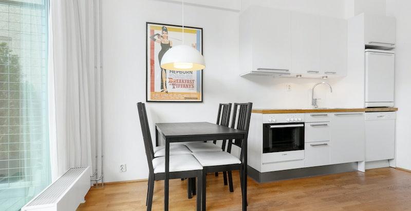 Kjøkkeninnredning fra HTH med integrert induksjonstopp og stekeovn