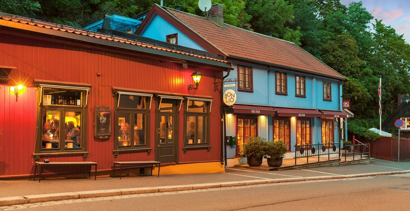 Gode restauranter i nærområdet inkluderer kritikerroste Bon Lío og Chez Colin.