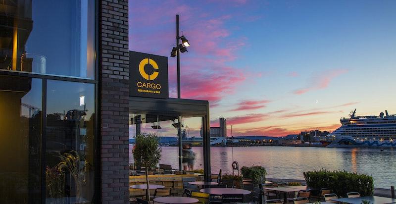 Restaurant Cargo ligger rett ved - Dersom ikke dette frister kan du velge blant fler øvrige restauranter.