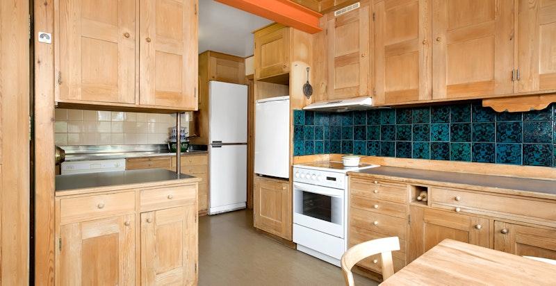 Plassbygget original  kjøkkeninnredning i ubehandlet furu