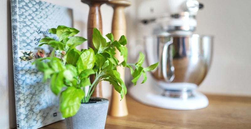 Kjøkkenets innredning, utforming og uttrykk gjør rommet til et naturlig og yndet samlingssted for venner og familie