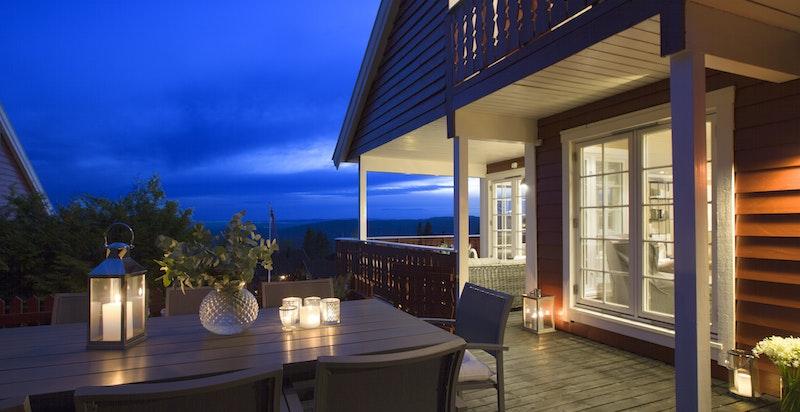 Fra terrasse på kveldstid