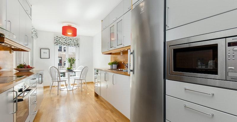 Separat lekkert kjøkken med god benkeplass