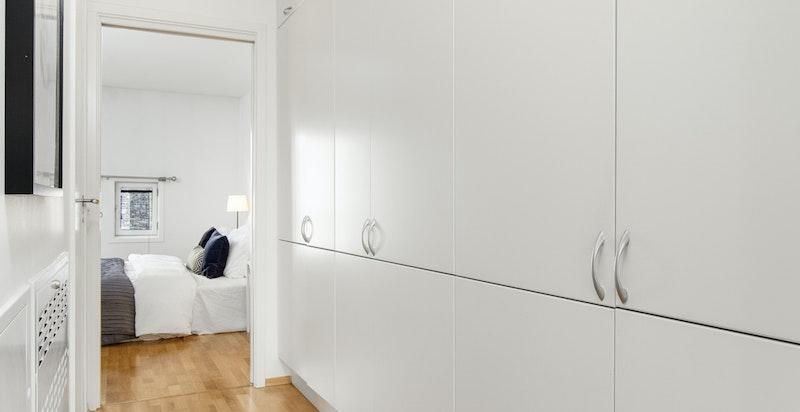 Walk-trough-closet