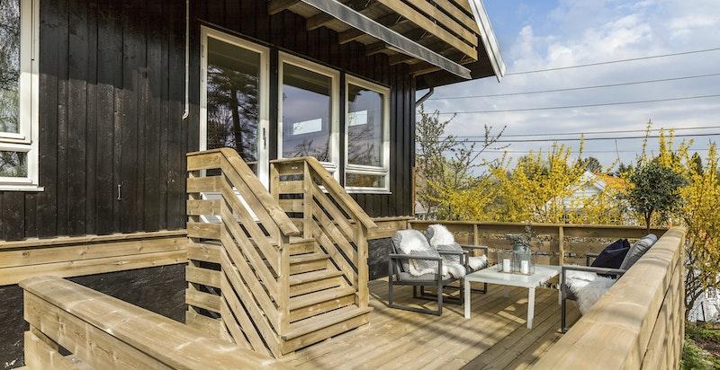 Ny terrasse med utgang fra stue/spisestue