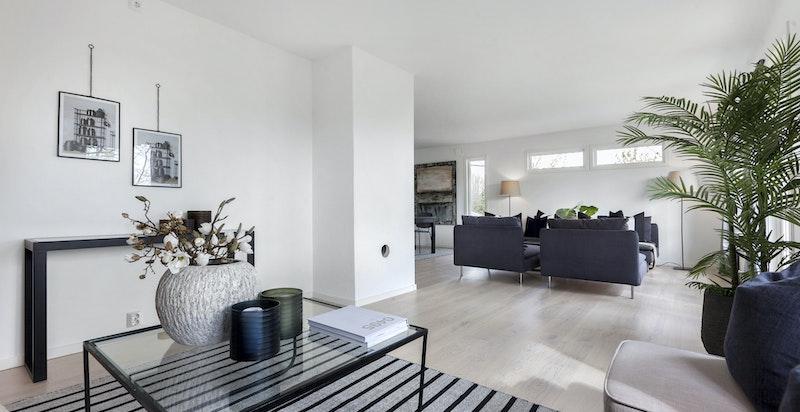 Stue med naturlig plassering av tv