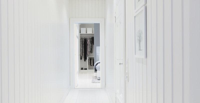 Den tidligere baktrappen ble i 2014 innlemmet i leiligheten. Dette gav et nytt master bedroom og et deilig SPA bad.