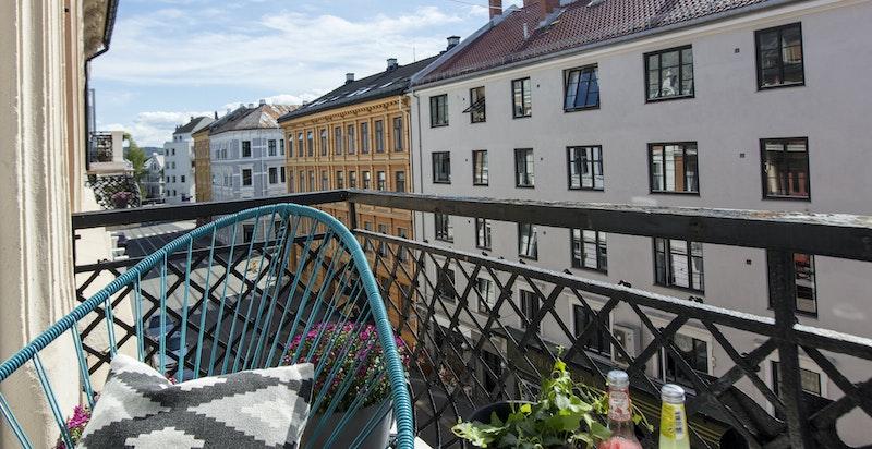 Sommerbilde av balkongen, tatt av selger - Frognerveien 31