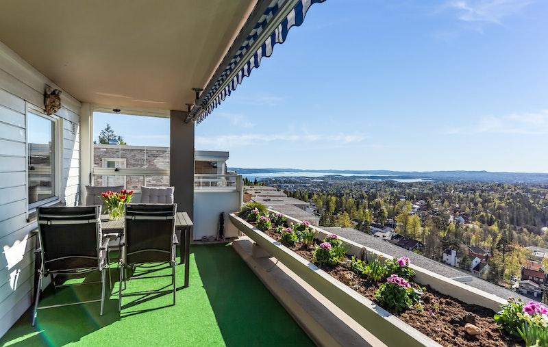 Terrassen med sørvendt utsikt.