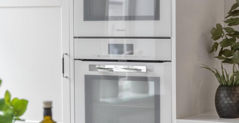 Miele stekeovn, mikro og oppvaskmaskin.