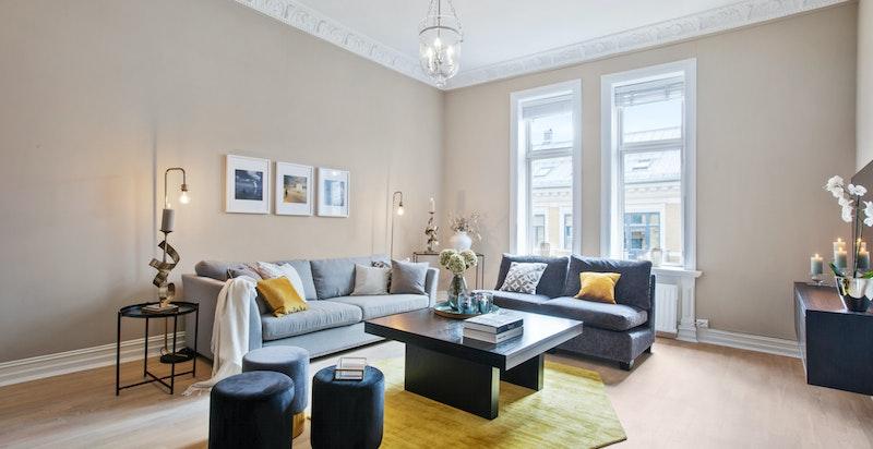 Gjennomgående leilighet med store vindusflater og god takhøyde