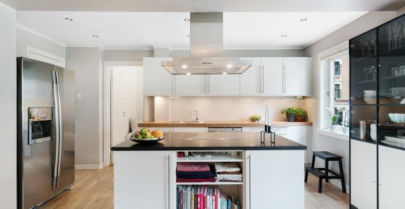 Ny granitt benkeplate, ny induksjonstopp og ny stekeovn på kjøkkenøy i 2016