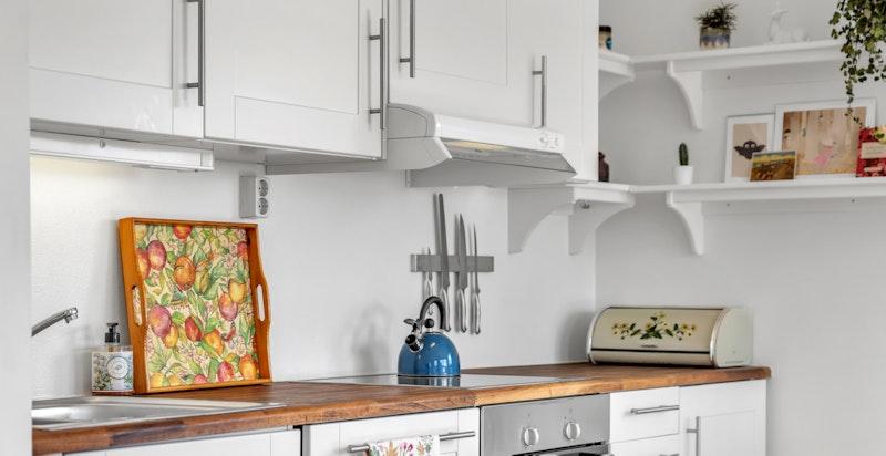 Bosch komfyr og oppvaskmaskin. Whirlpool kjøleskap.