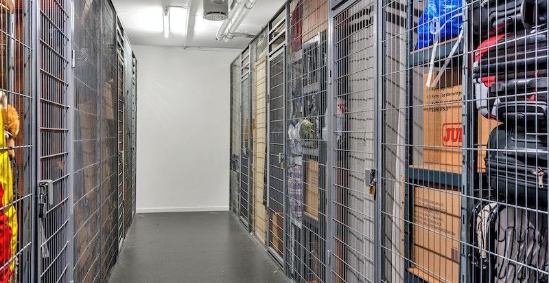 Leiligheten disponerer 1 kjellerbod på ca. 5,7 m² i borettslagets felles bodanlegg