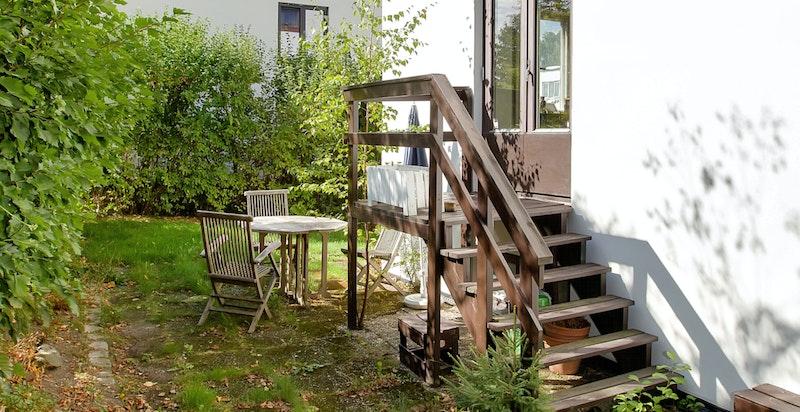 Trapp fra stuen og ned til hagen