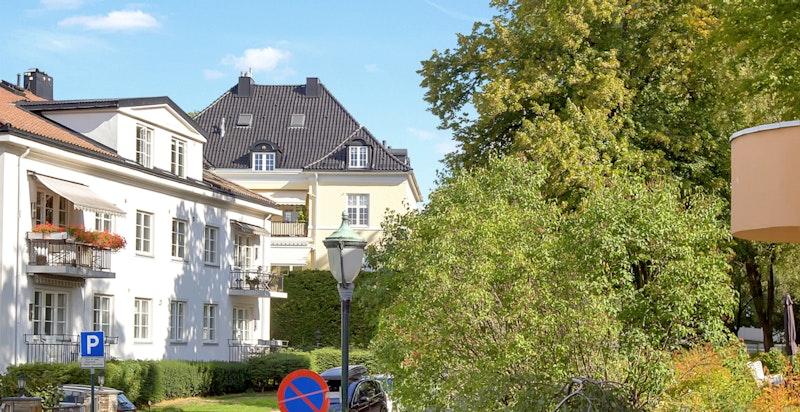 Utsyn oppover Nobels gate fra balkong