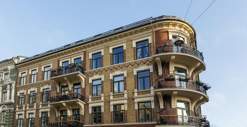Gården har bl.a. nye balkonger for noen år siden, samt er både tak, fasader og pipeløp rehabilitert i nyere tid.
