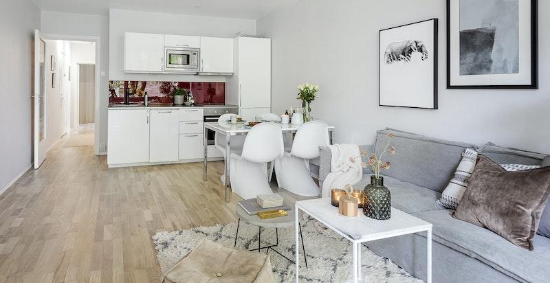 Stue med åpen kjøkkenløsning