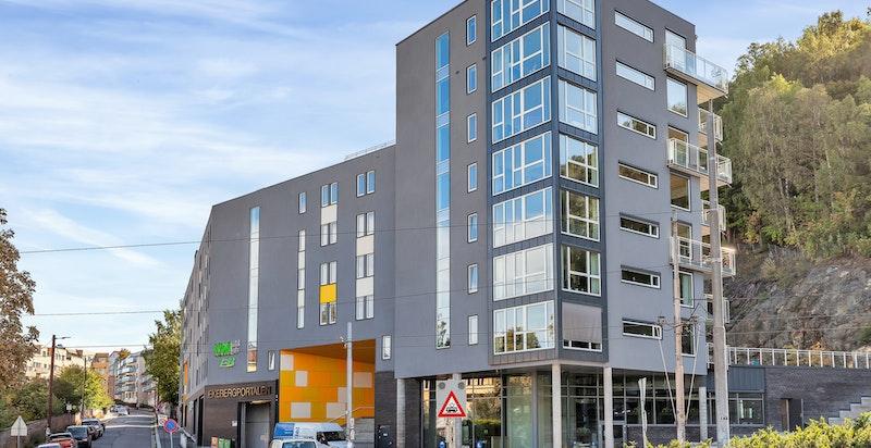Moderne bygg beliggende i Gamlebyen ved stigningen opp mot Ekeberg og Nordstrand